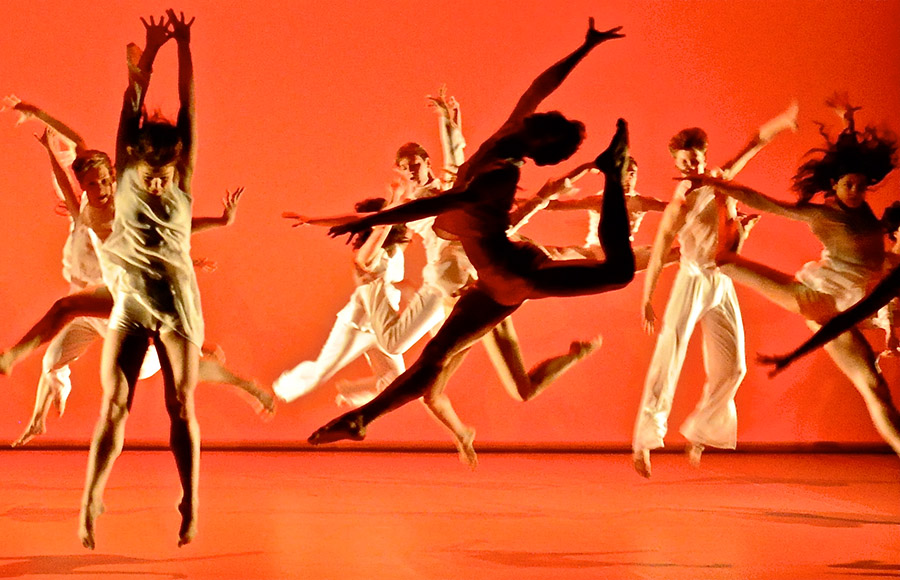 Choreo_by__Avatâra_Symphonie_in_Rot._Dresden_2012._Choreo_and_picture_by_A._Ayuso