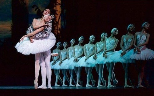 Swan Lake – photo: Karla Nur, Astana Opera 2017